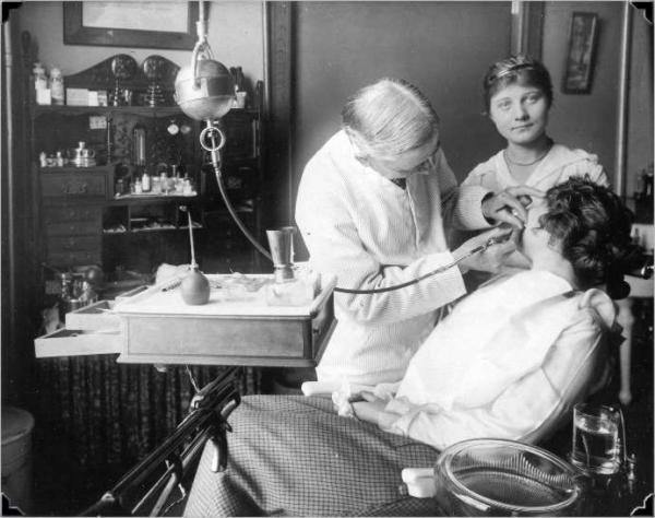 Amerikanischer Zahnarzt, ca. 1915